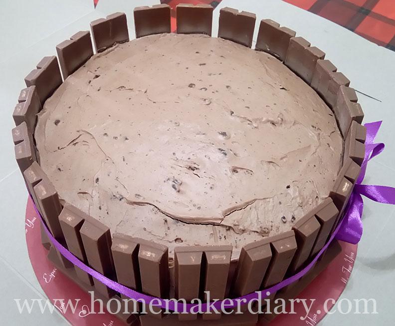 transformers-kitkat-cake-1