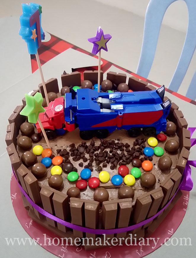 transformers-kitkat-cake-3